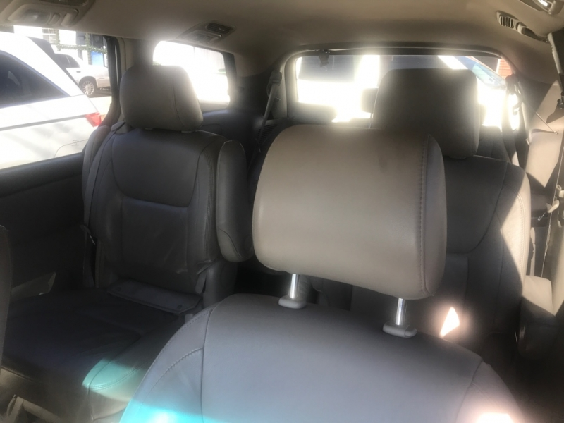 Toyota Sienna 2005 price $3,000
