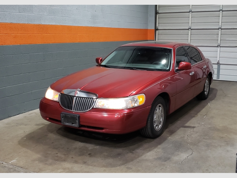 Lincoln Town Car 1999 price $4,499