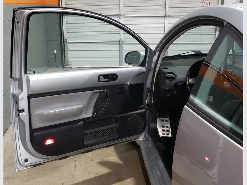 Volkswagen New Beetle Coupe 2003 price $3,999