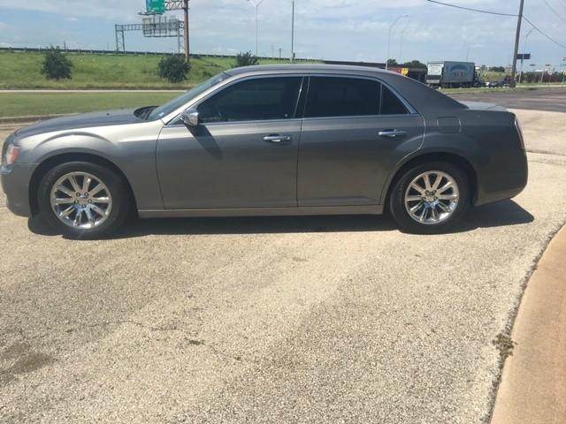 Chrysler 300 2012 price $2,000 Down