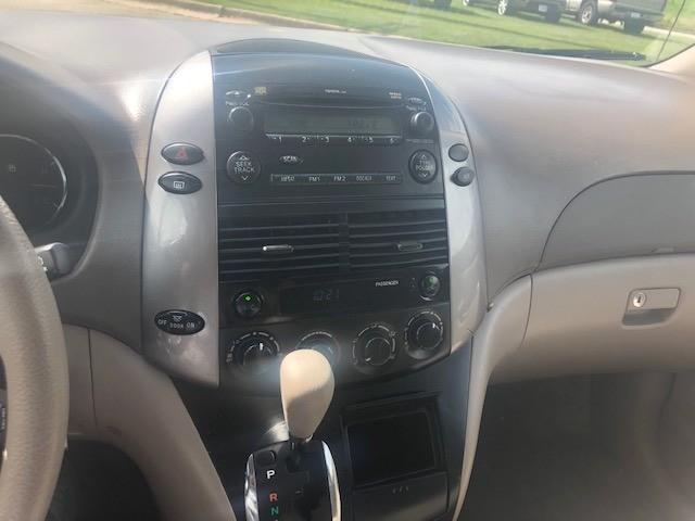 Toyota Sienna 2007 price $6,000 Cash