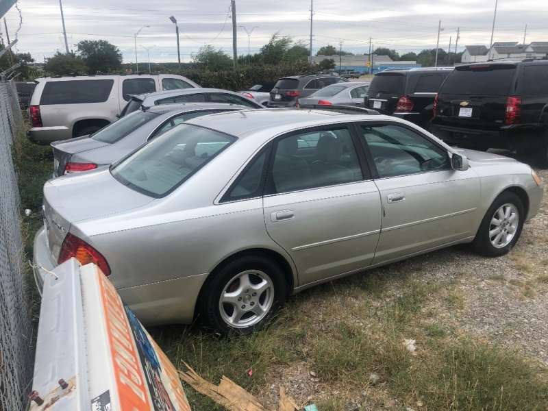 Toyota Avalon 2000 price $1,700 Cash