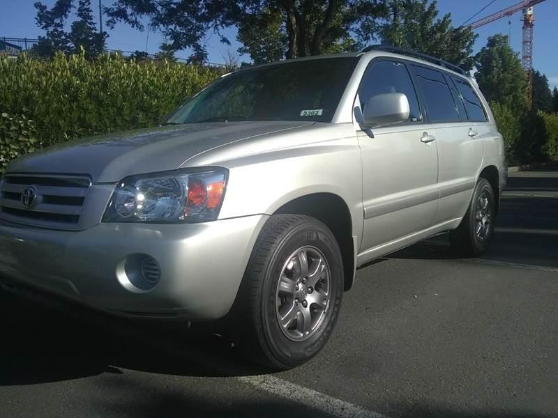 Toyota Highlander 2004 price $6,795