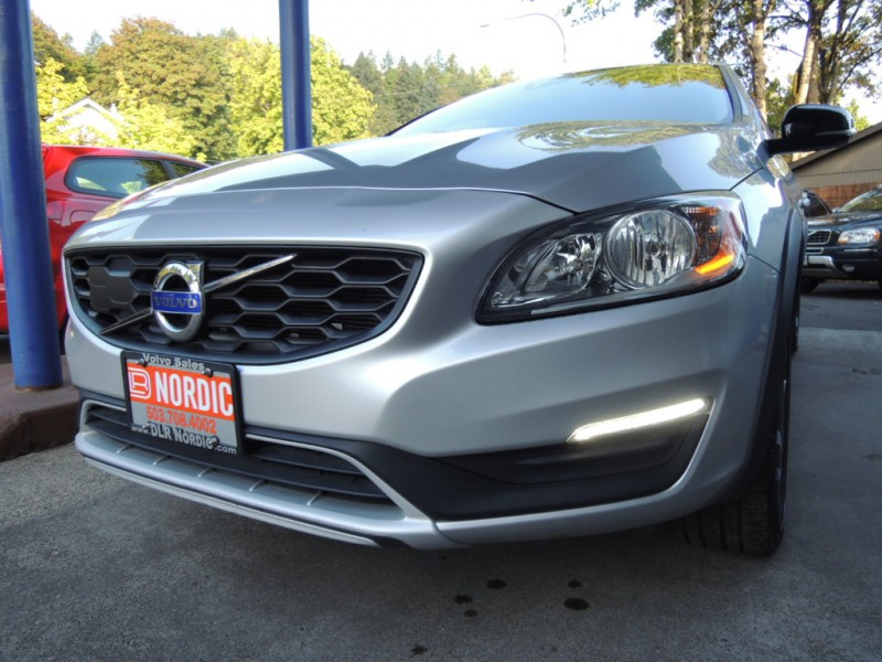 Volvo V60 Cross Country 2017 price $23,500