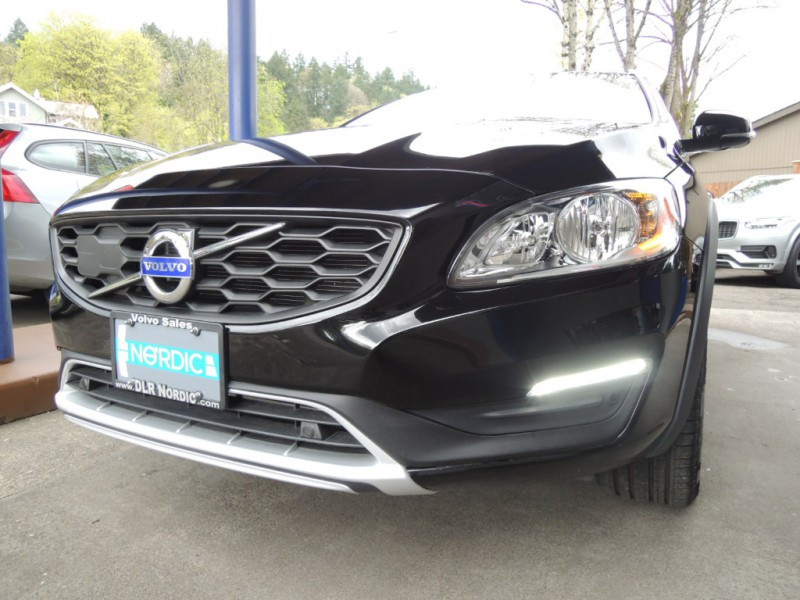 Volvo V60 Cross Country 2018 price $27,500
