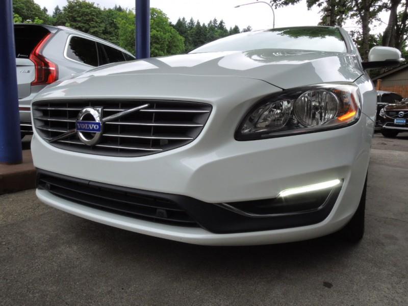 Volvo V60 2016 price $17,300