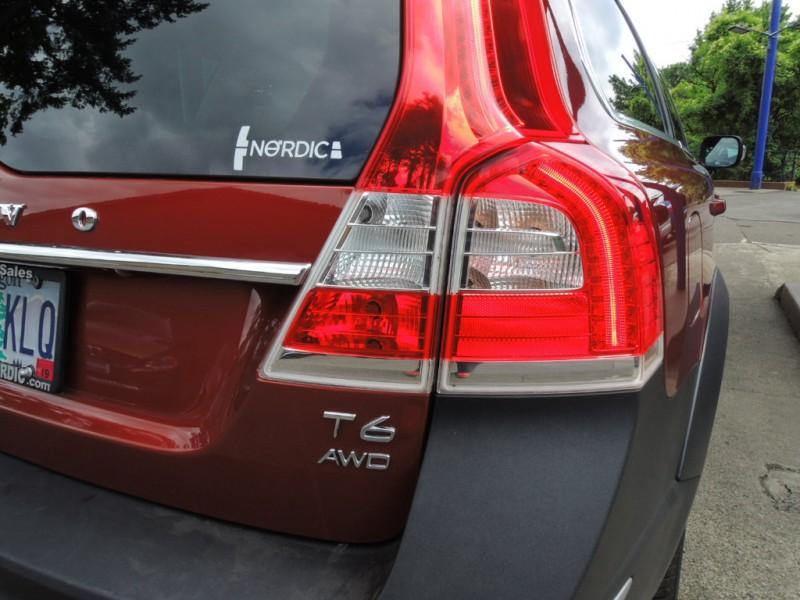 Volvo XC70 2015 price $30,800