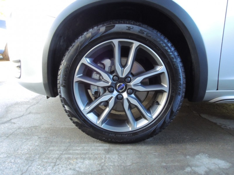 Volvo V60 Cross Country 2018 price $27,000