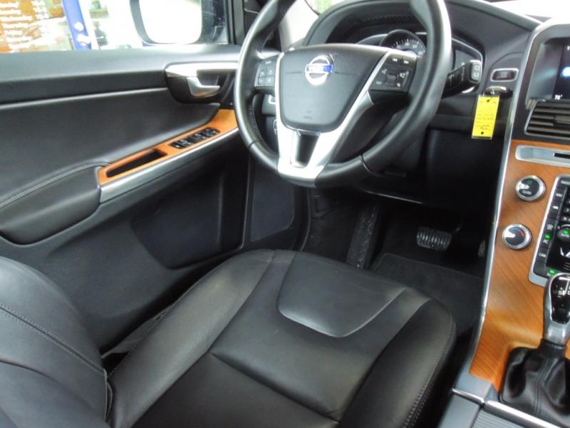 Volvo XC60 2017 price $29,500