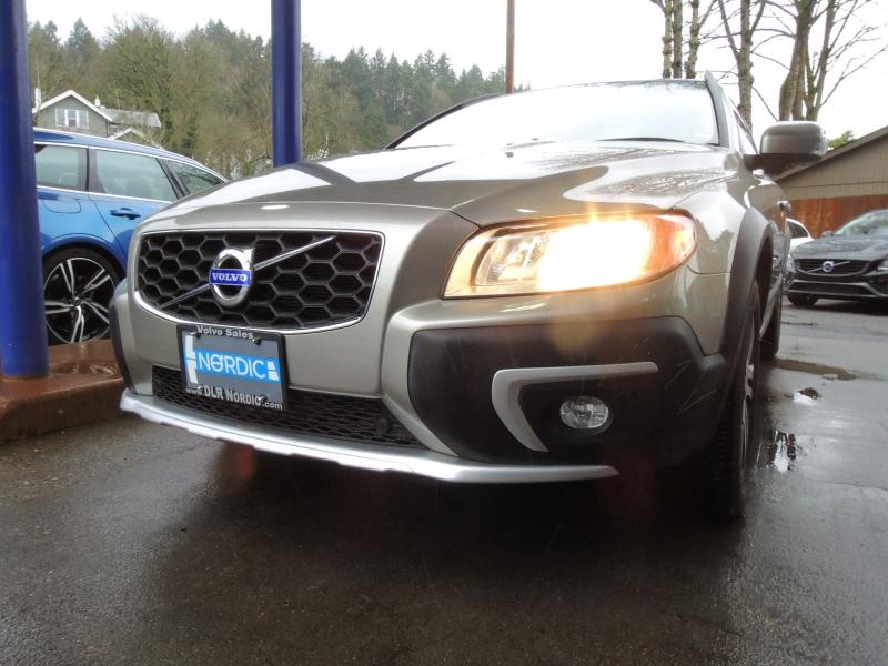 Volvo XC70 2015 price $17,800