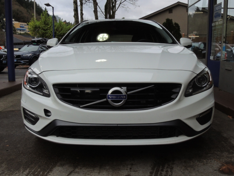 Volvo V60 2018 price $26,800