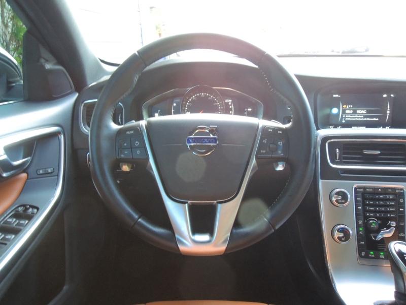 Volvo V60 2017 price $22,400