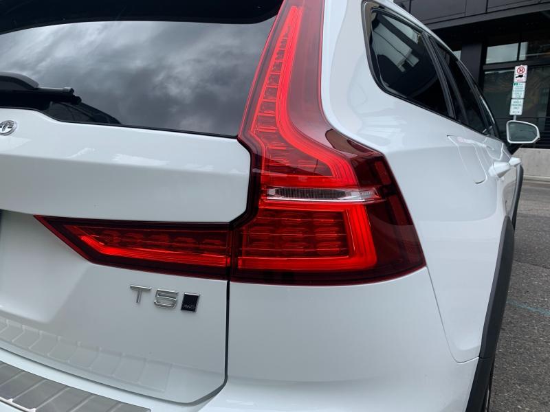 Volvo V60 Cross Country 2020 price $36,500