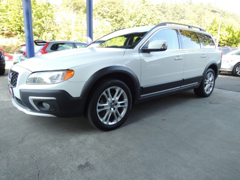 2016 Volvo XC70 T5 AWD Premier, Crystal White, Charcoal Heated Leather, Nav., Moonroof ...