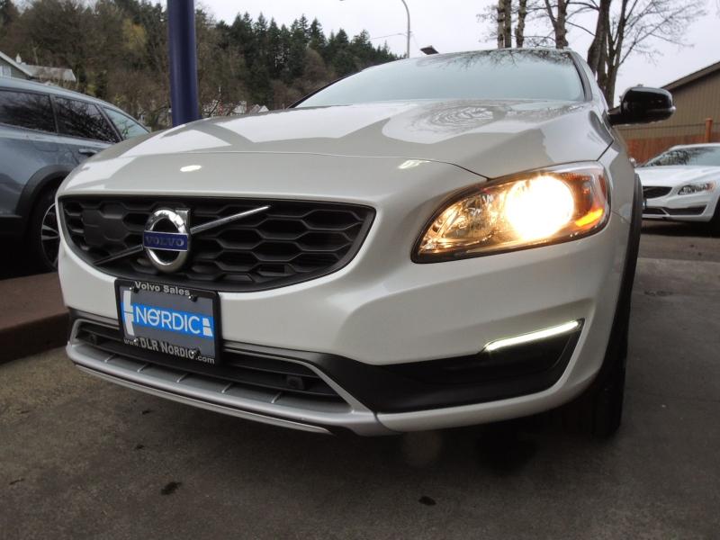 Volvo V60 CC 2016 price $24,800