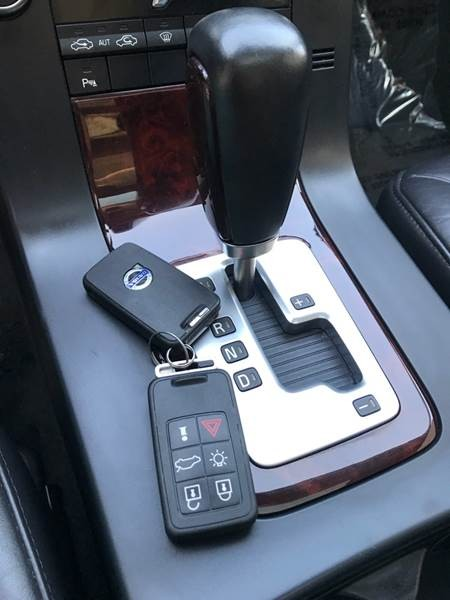 Volvo V70 2008 price $5,900
