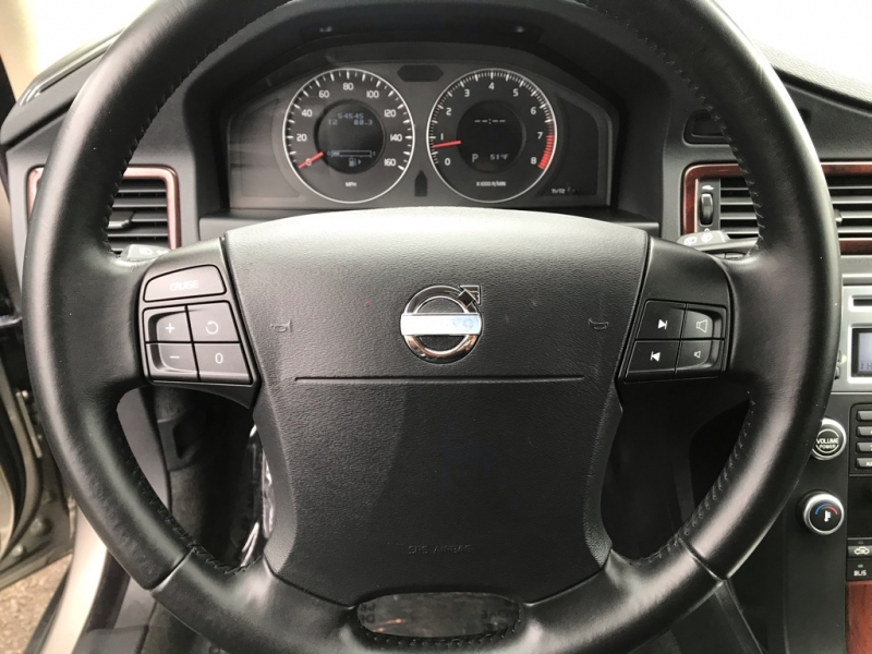 Volvo XC70 AWD 2008 price $9,900