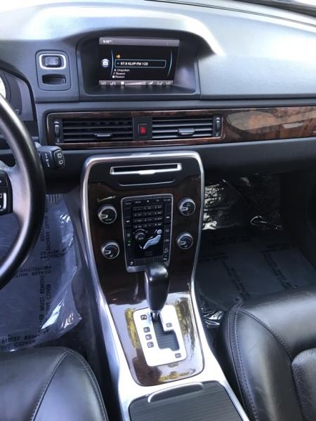 Volvo XC70 2012 price $11,900