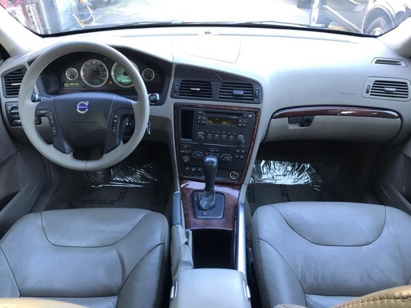 Volvo XC70 2007 price $6,500
