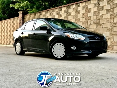 2012 Ford Focus SE **GREAT 38 MPG**  18+ CARFAX Service Records