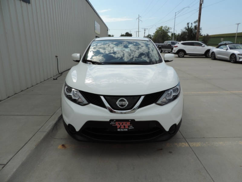 Nissan Rogue Sport 2018 price $17,890