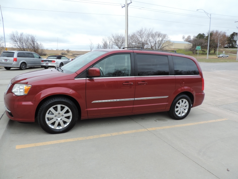 Chrysler Town & Country 2014 price $12,980