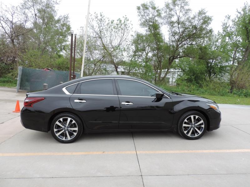 Nissan Altima 2017 price $10,980