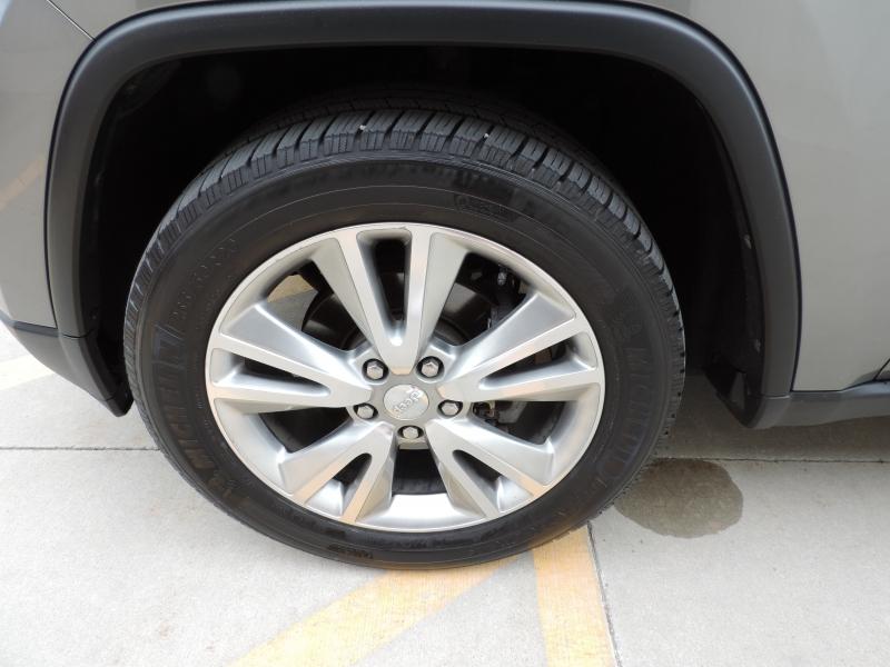 Jeep Grand Cherokee 2012 price $10,980