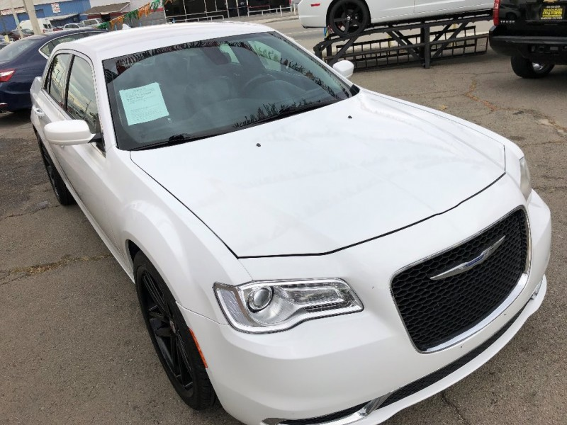 Chrysler 300 2015 price $4,000 Down
