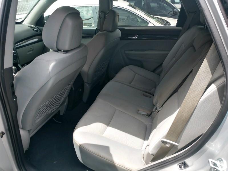 Kia Sorento 2011 price $6,890