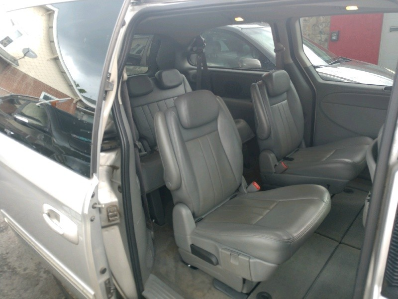 Chrysler Town & Country 2007 price $3,390