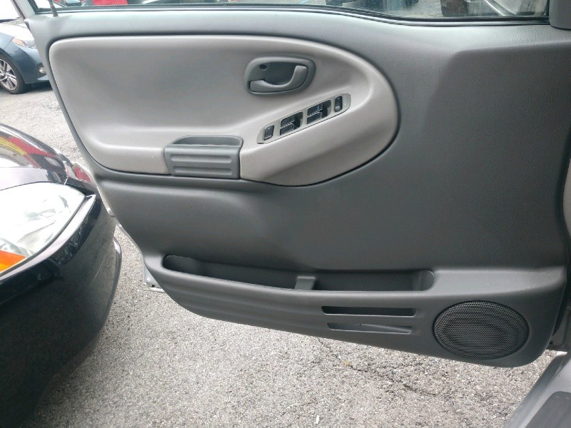 Chevrolet Tracker 2003 price $3,350