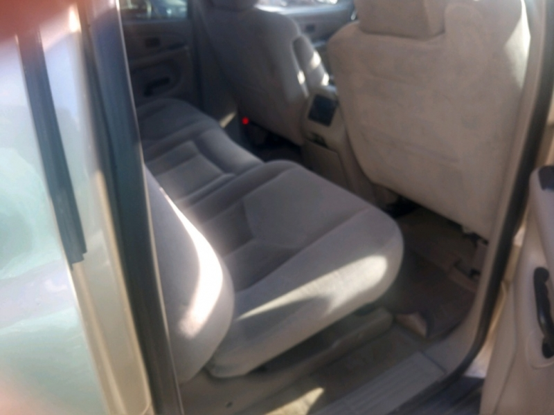 Chevrolet Suburban 2005 price $4,450 Cash