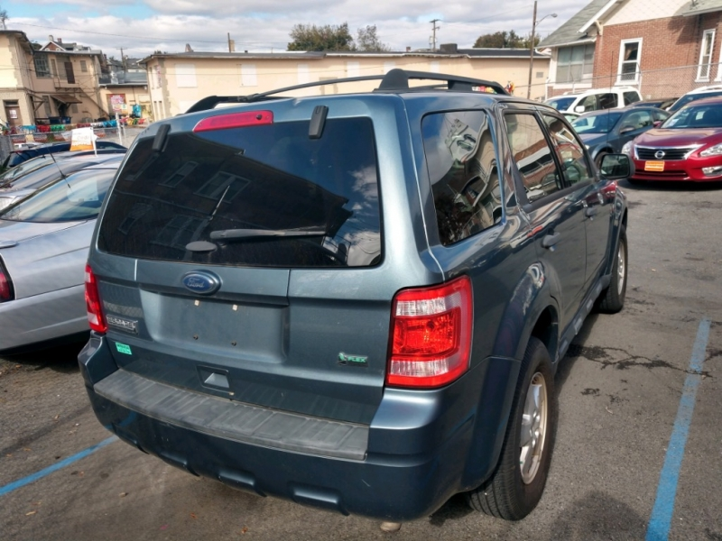 Ford Escape 2011 price $5,995