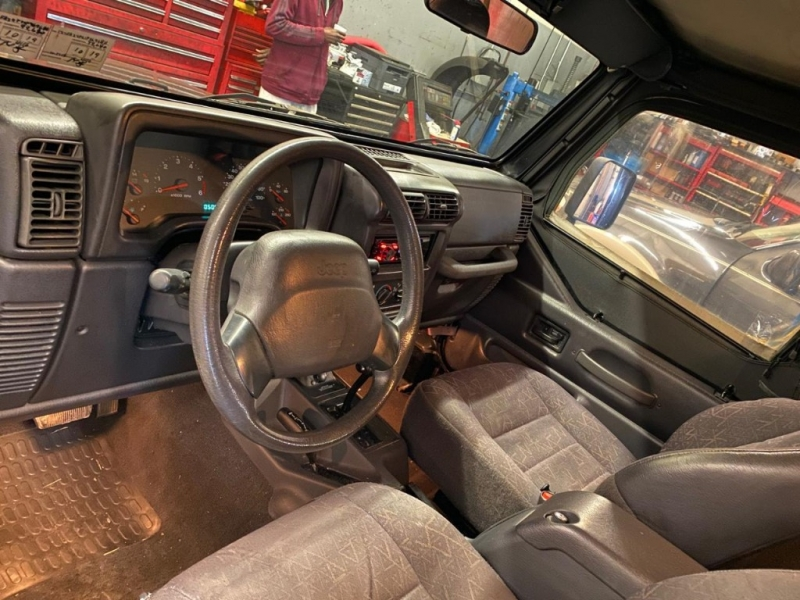 Jeep Wrangler 2001 price $5,940