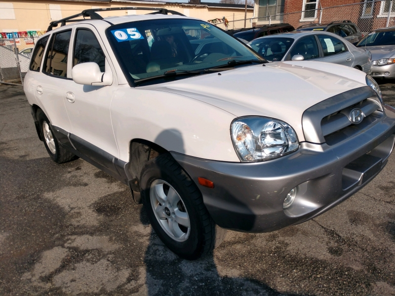 Hyundai Santa Fe 2005 price $2,995