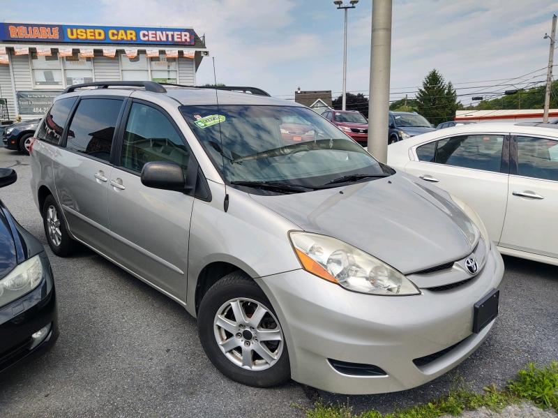 Toyota Sienna 2009 price $7,295