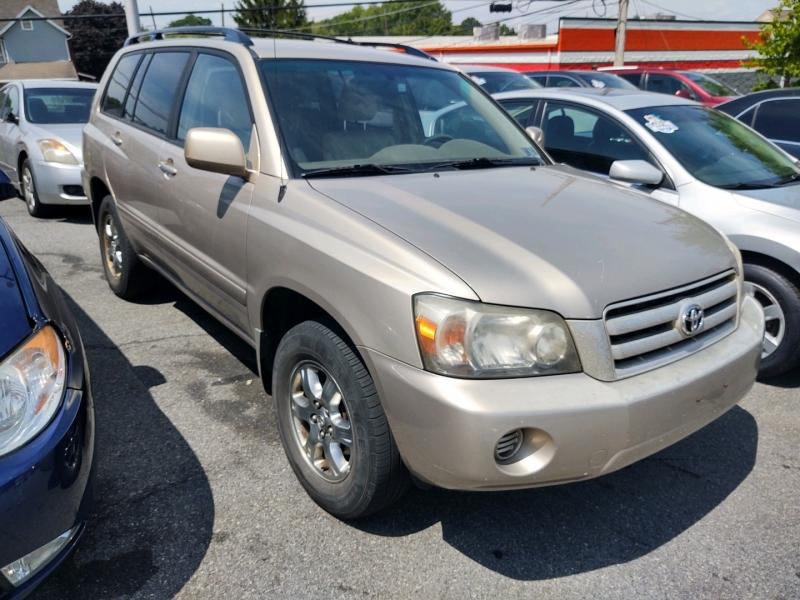 Toyota Highlander 2005 price $5,575