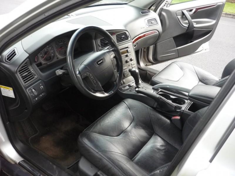 Volvo V70 2002 price $2,995