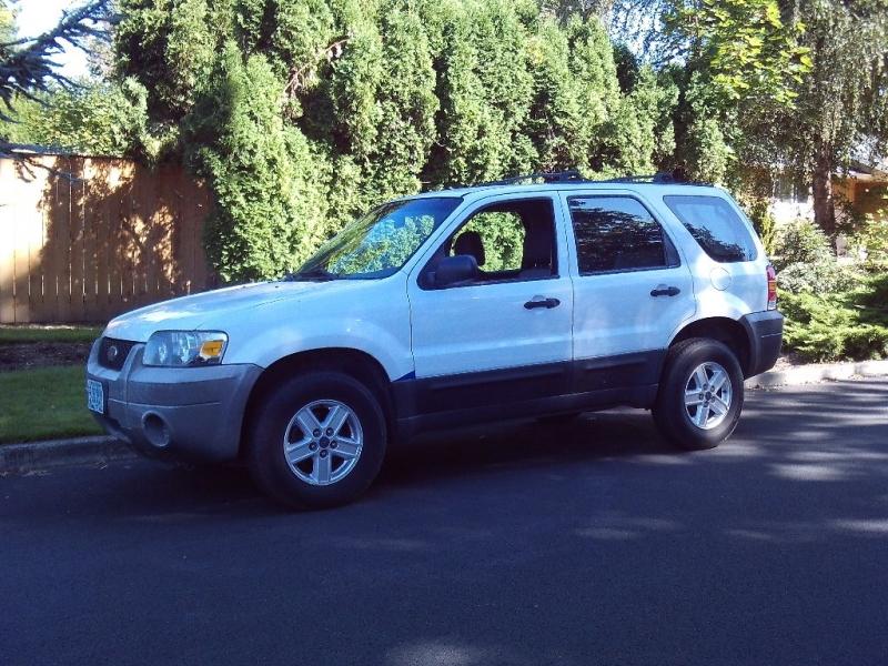 Ford Escape 2005 price $1,750