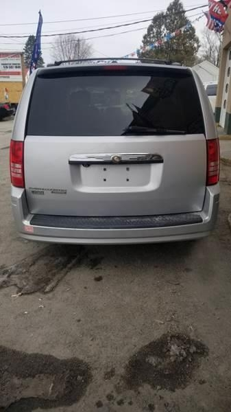 Chrysler Town and Country 2008 price $8,995