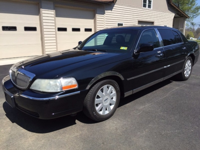 2005 Lincoln Town Car Executive L w/Livery Pkg