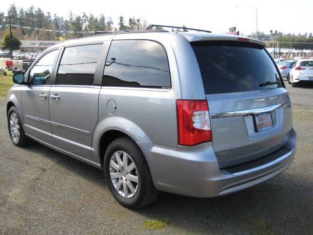 CHRYSLER TOWN & COUNTRY 2014 price $13,995