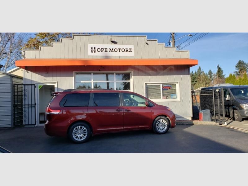 Toyota Sienna 2014 price $13,997