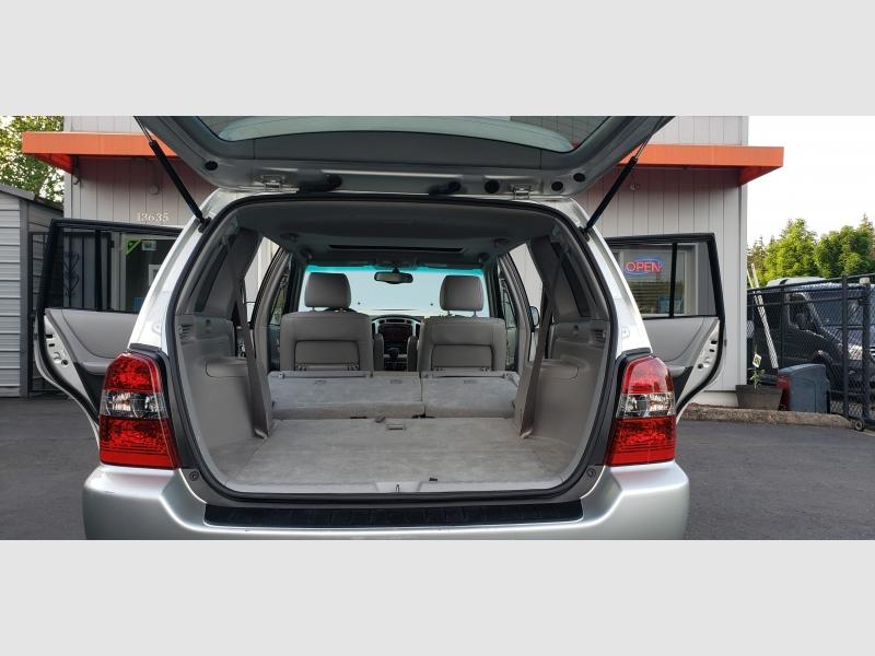 Toyota Highlander 2005 price $7,997