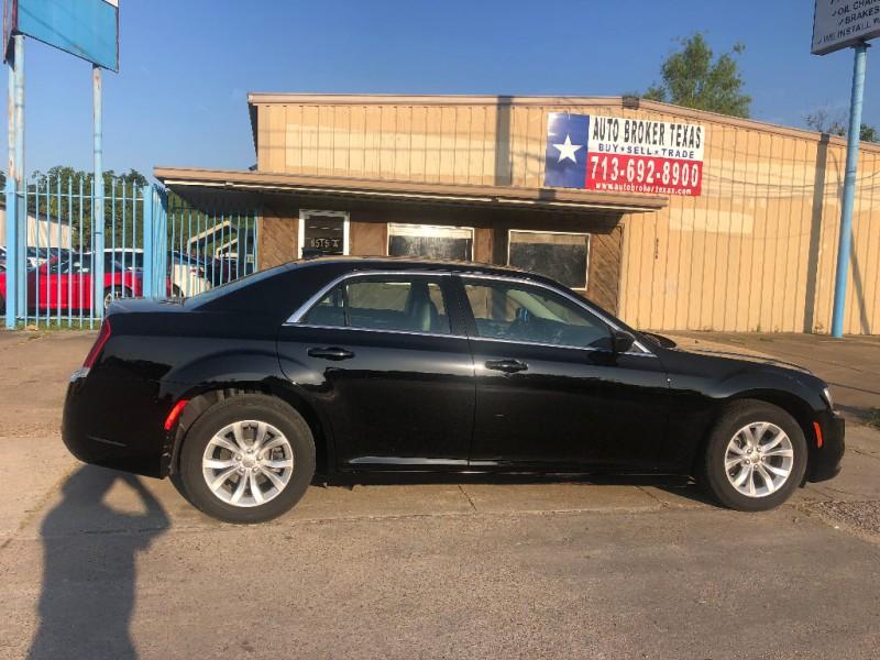 Chrysler 300 2017 price $21,900