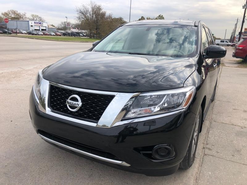Nissan Pathfinder 2015 price $14,900