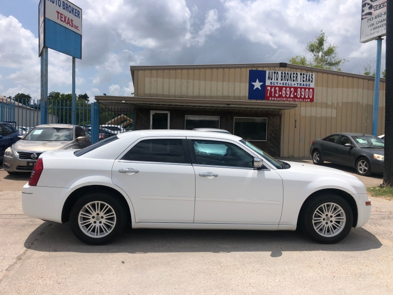 Chrysler 300 2010 price $5,900