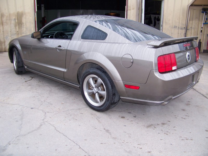 Ford Mustang 2005 price $7,900