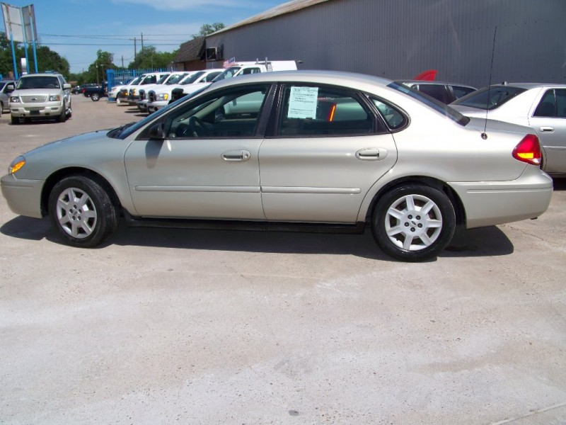 Ford Taurus 2007 price $3,900